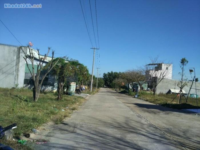 Chính chủ sang gấp lô đất 300m2 giá 560TR, MT 25m, gần chợ, gần KCN