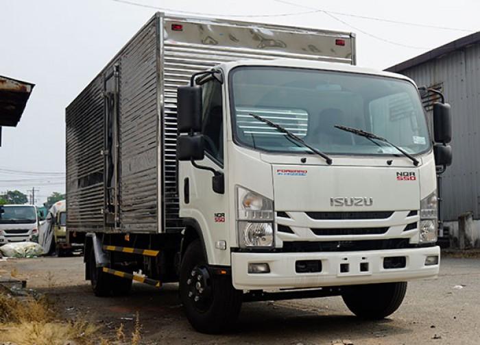 Xe tải Isuzu 5.5 tấn, thùng kín inox, trả trước 50 triệu, giao xe ngay