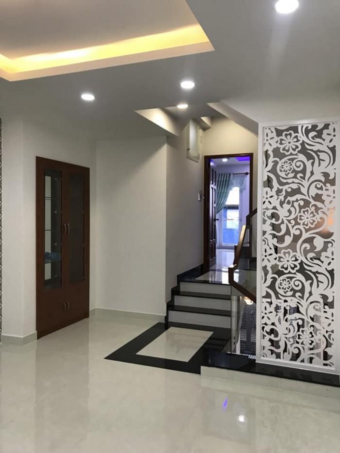 Ban nhà hẻm Trần Phú, Q.5, DT: 3x10m, 2 lầu