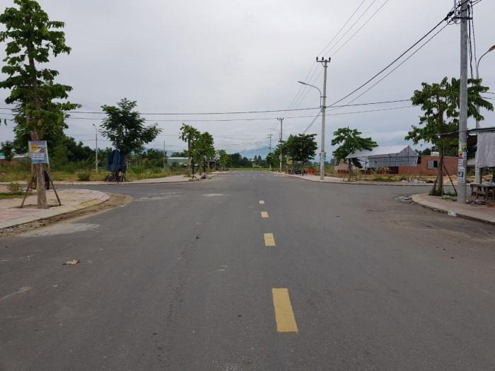 Mặt tiền đường quốc lộ 1A, 781 triệu. Sát chợ 30m, tấp nập mua bán