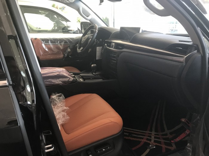 Lexus LX570 Super Sport sản xuất 2018 phiện bản cao cấp nhất ,nội ngoại thất hòa toàn mới,xe giao ngay.