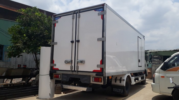 Giá xe tải Isuzu 5 tấn Thùng Đông Lạnh, Cam Kết Giá Rẻ Nhất Thị Trường