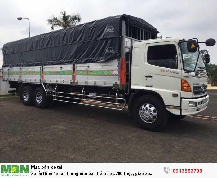 Xe tải Hino 16 tấn thùng mui bạt, trả trước 200 triệu, giao xe ngay