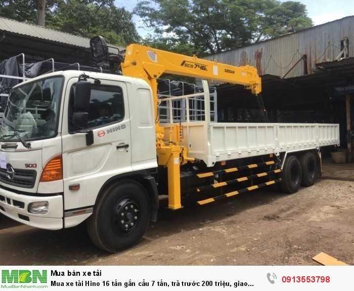 Mua xe tải Hino 16 tấn gắn cẩu 7 tấn, trả trước 200 triệu, giao xe ngay