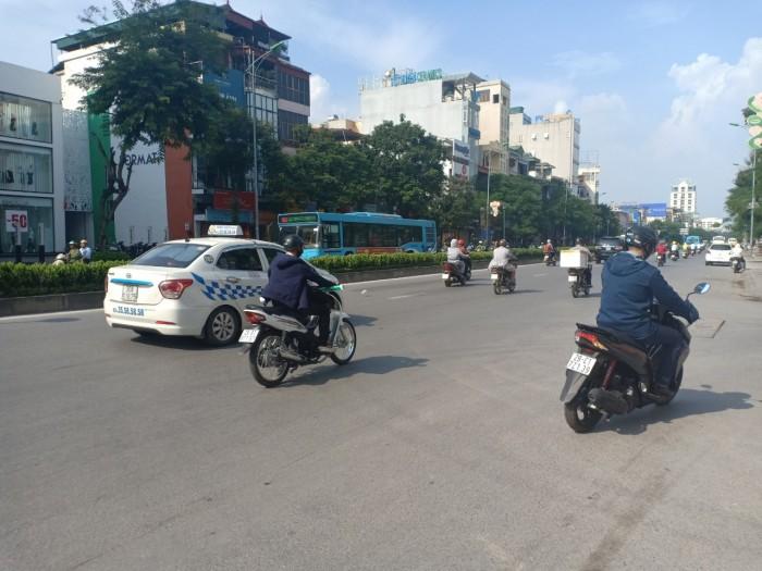 Tôi cần bán gấp nhà phố Nguyễn Văn Cừ - Long Biên 130m2 x 6 tầng mặt tiền 9m