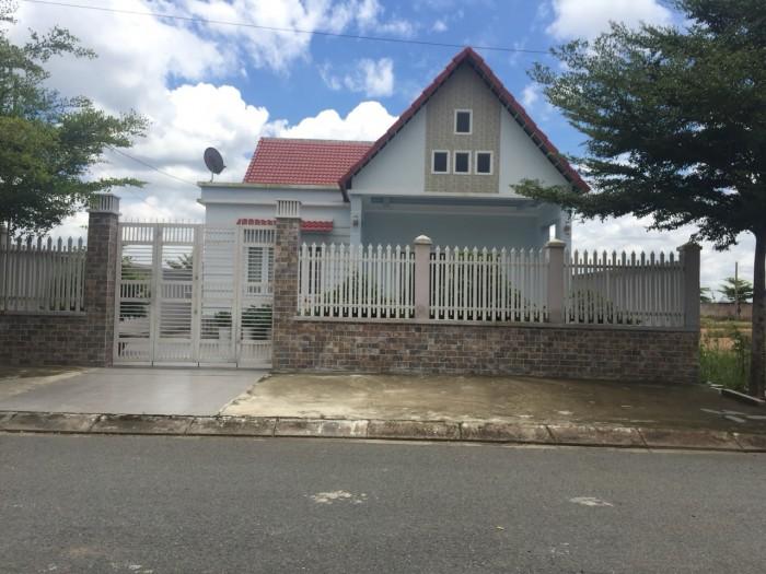 Bị giựt hụi bễ nợ cần bán gấp căn biệt thự mới xây 130m2, MT Bình Chánh.