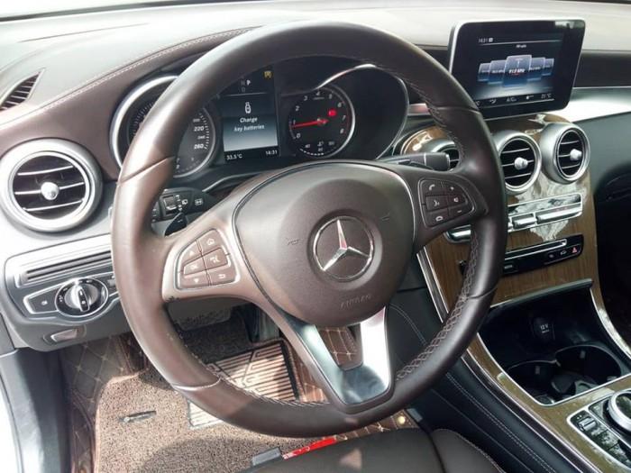 Cần bán xe Mercedes GLC 250 2017 màu trắng cực đẹp 6