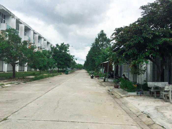 Kẹt tiền bán miếng đất 300m2 chỉ 670TR, đất thổ cư, SHR