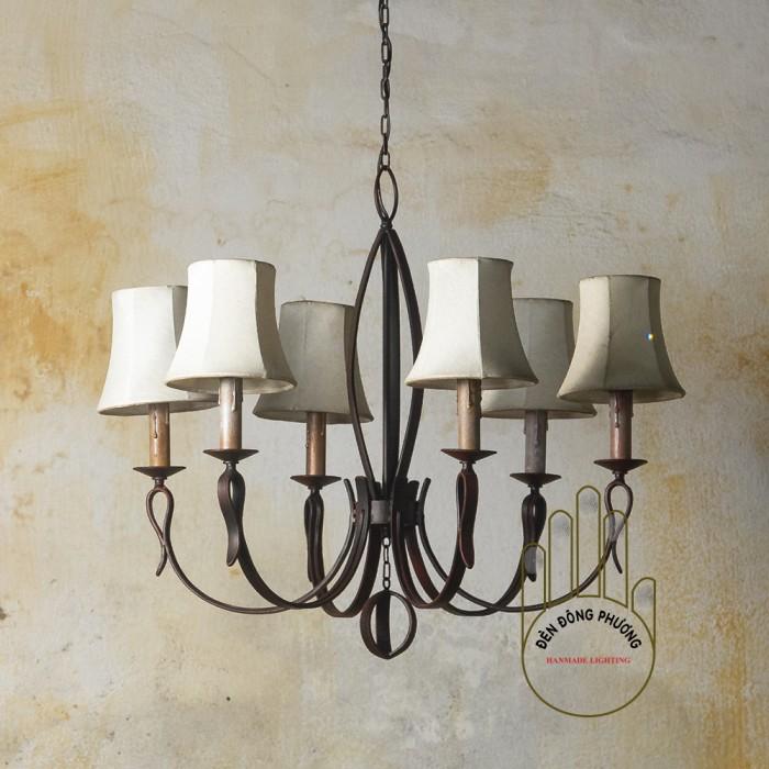 đèn chùm cổ điển chụp vải  Kích thước:D 600* H 600 ( 6 chụp vải ) Loại bóng sử dụng: E14S (5W, 40 w ) Màu sơn : đồng cổ, đen mờ, xanh cổ vịt, đồng bạc0