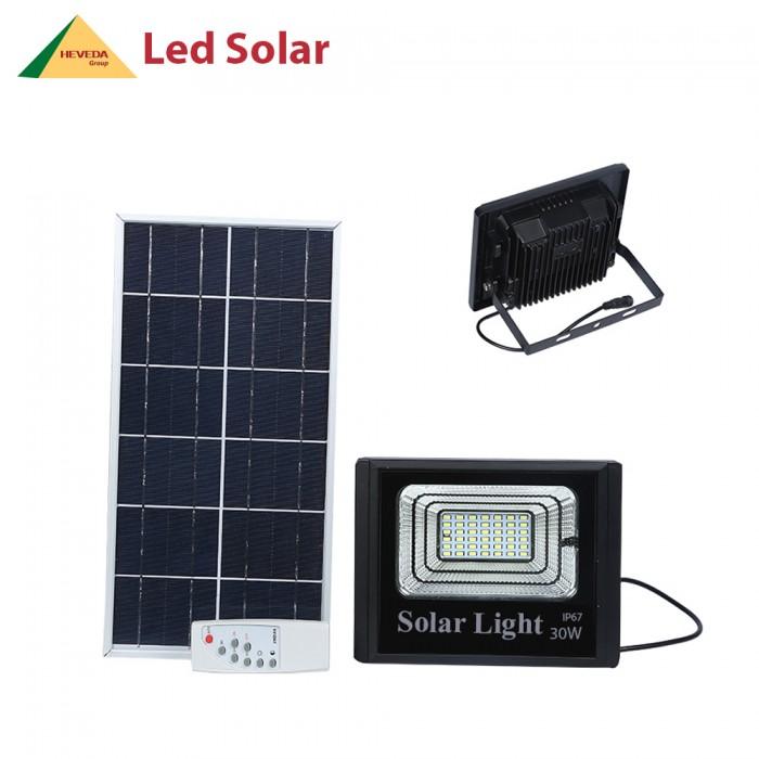 Đèn LED pha năng lượng mặt trời 30W0