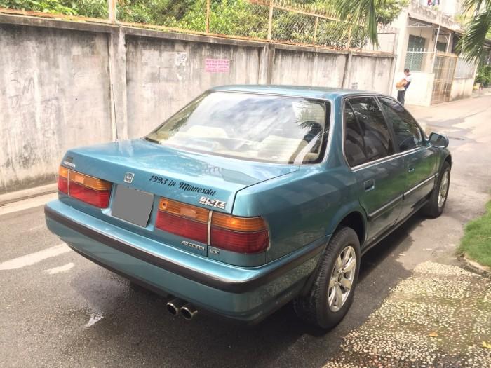 Bán em Honda Accord màu xanh sx 1993 xe còn rất đẹp.