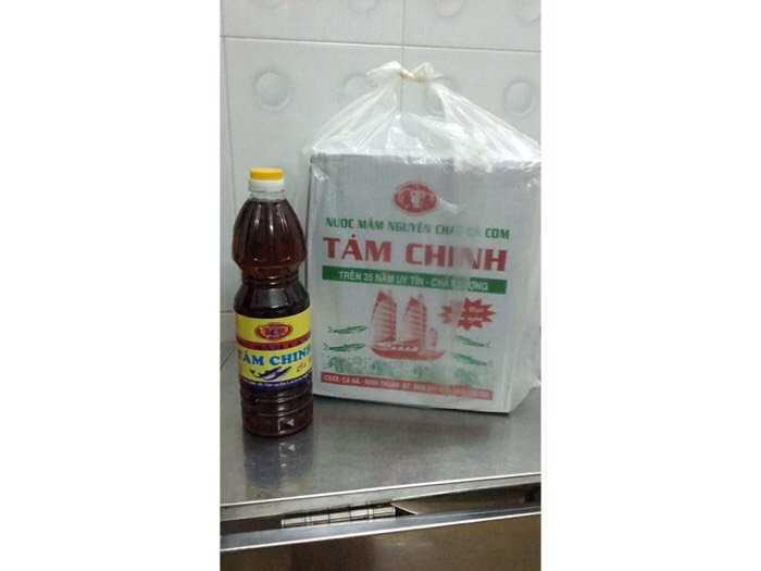 Nước mắm Tám Chinh, chai 1 lít1