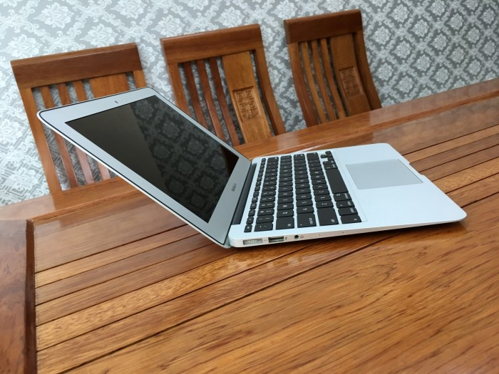 Macbook Air 11 Mid 2013 Core i5 4250 Ram 4 SSD 1280