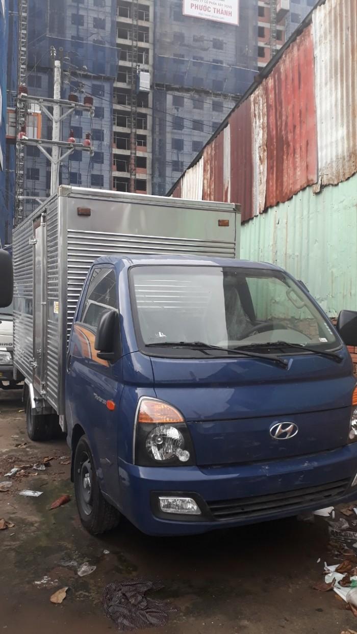Khuyến mãi lớn mua xe tải Hyundai H150 thùng kín inox 4