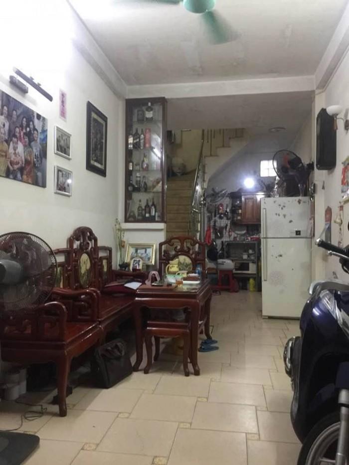 Nhà đẹp, kinh doanh tốt, gần phố Lạc Long Quan 35m2 x 5 tầng