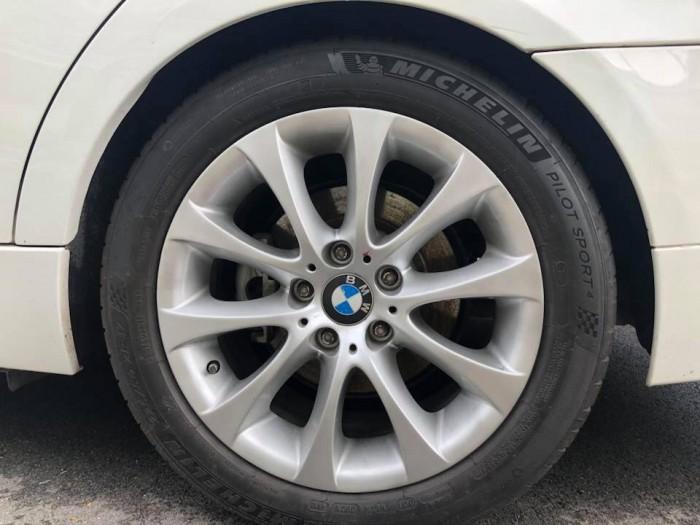 Bán em BMW 320i màu trắng dk 12/2009 tự động chạy cực đã