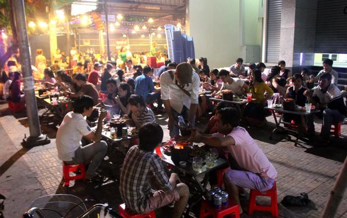 Sang quán buffet nướng 400m2 đang hoạt động có lượng khách và doanh thu cao