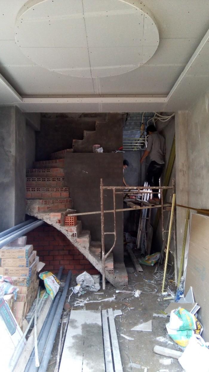 Tôi đang cần bán căn nhà trệt 3 lầu. DT sàn 80m2.