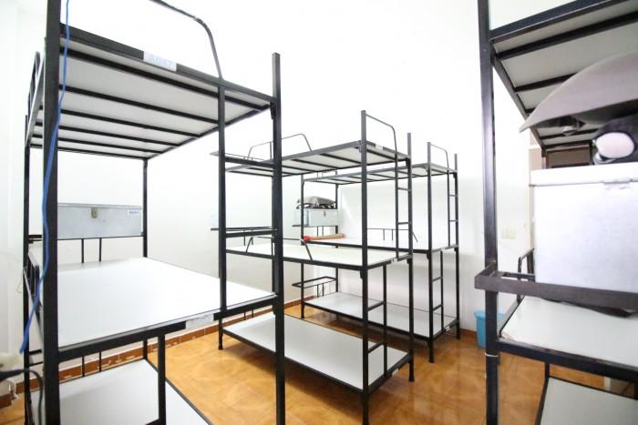 Giường sắt 3 tầng2