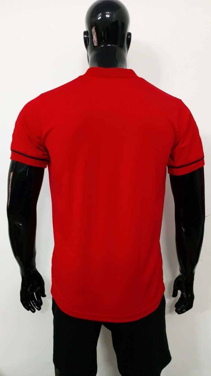 Áo thun nam - mặt sau | Áo thun đồng phục màu đỏ |  ÁO THUN ĐỒNG PHỤC TAMPHONG | Kiểu áo: Áo thun cổ bẻ, bo cổ và bo tay viền đen mảnh, đính 2 nút | Chất liệu: Vải thun cá sấu poly đỏ, co giãn 4 chiều, thoáng mát, dày, không phai màu, không xù lông, chất liệu vải mịn, sợi hút ẩm.