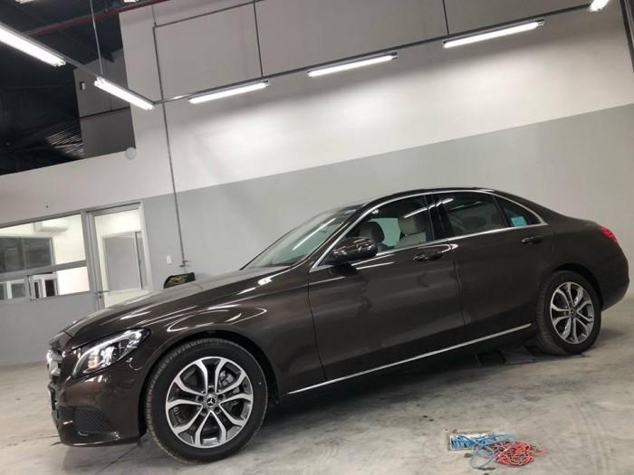 Bán Mercedes C200 chính hãng, Chưa lăn bánh 5