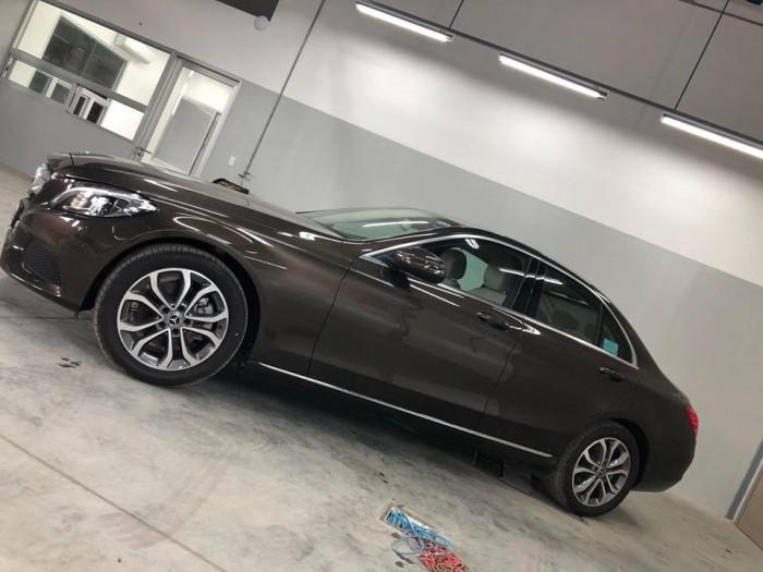 Bán Mercedes C200 chính hãng, Chưa lăn bánh 2