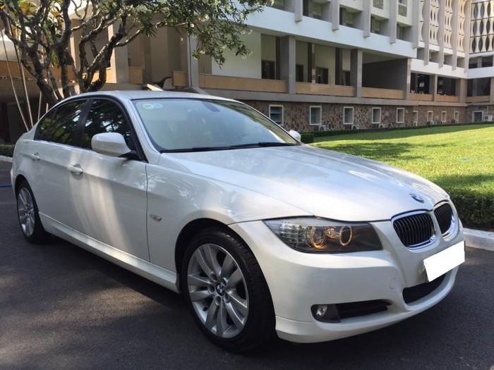 Gia đình cần bán BMW 320i trùm mền ít đi, sản xuất 2010, màu trắng