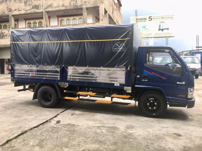 Mua trả góp xe tải Hyundai IZ49 2.5 tấn thùng mui bạt, trả trước 50 triệu, giao xe ngay - Gọi 0933638116 (Mr Hùng 24/24)