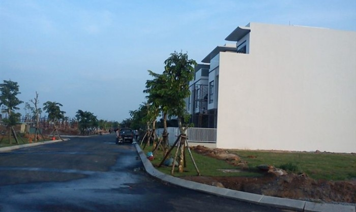Bán gấp lô đất nền, giá cực rẻ ,nằm ngay mặt tiền đường Nguyễn Thị Định, Q.2