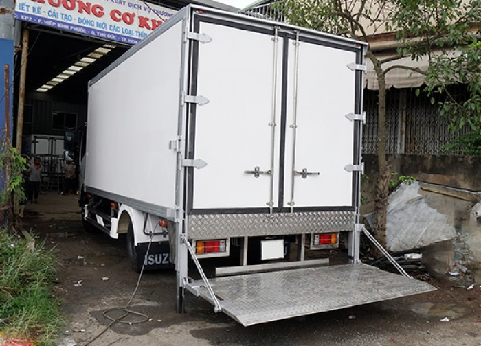 Bán xe tải isuzu 3.5 tấn thùng kín inox có bửng nâng, trả trước 100 triệu, giao xe ngay - Gọi 0978015468 (Mr Giang 24/24)