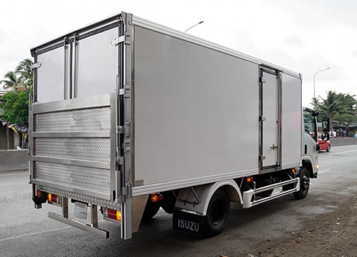 Khuyến mãi mua xe tải isuzu 3.5 tấn thùng kín inox có bửng nâng, trả trước 100 triệu, giao xe ngay - Gọi 0978015468 (Mr Giang 24/24)