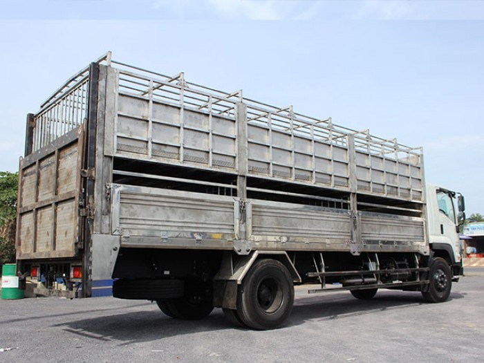 Xe tải isuzu 8t2 chở heo - Trả trước 200 triệu giao luôn xe - Gọi 0978015468 (Mr Giang 24/24)