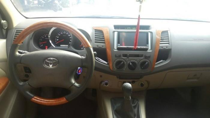 Bán xe Toyota  Fortuner đời 2010 số sàn máy dầu, màu đen bóng loáng 2
