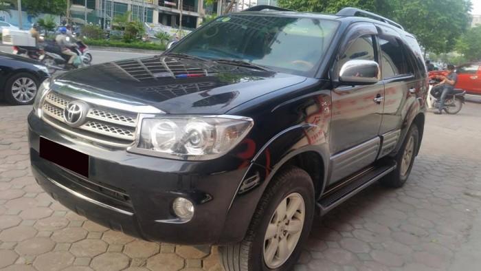 Bán xe Toyota  Fortuner đời 2010 số sàn máy dầu, màu đen bóng loáng 8