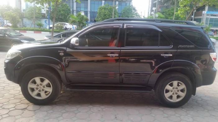 Bán xe Toyota  Fortuner đời 2010 số sàn máy dầu, màu đen bóng loáng 4
