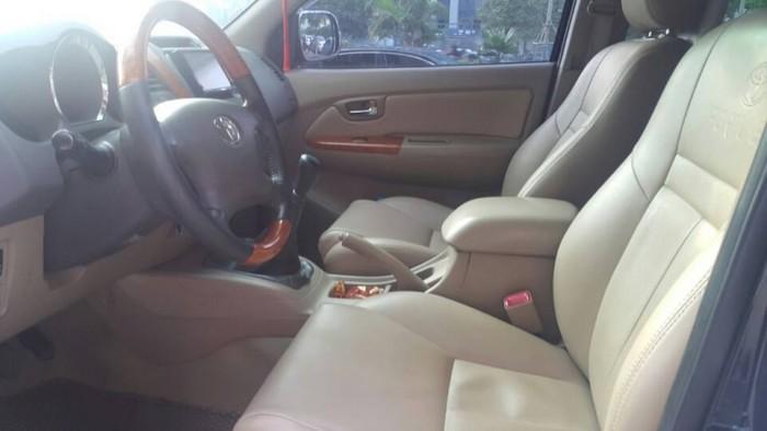 Bán xe Toyota  Fortuner đời 2010 số sàn máy dầu, màu đen bóng loáng 3