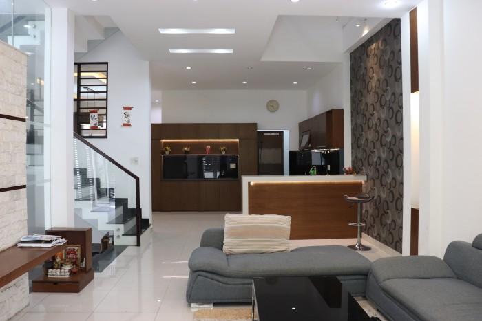 Nhà đường Nguyễn Tri Phương, Quận 5. Diện tích: 99m2.