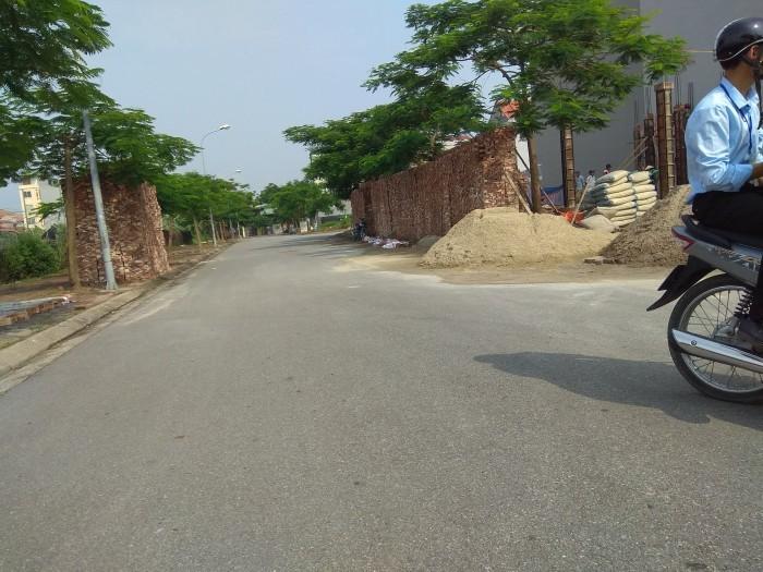 Bán đất nền 215m2, mặt tiền 9m thông thoáng, đường ôtô tránh nhau, khu vực thị trấn Trâu Quỳ.