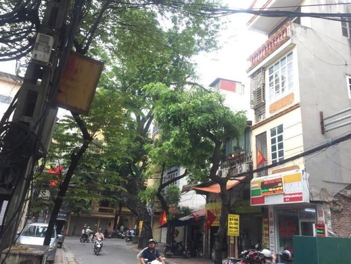 Tôi cần bán nhà phân lô mặt chợ ô tô tránh Nguyễn Công Hoan Ba Đình 71m2x3 tầng kinh doanh sầm uất