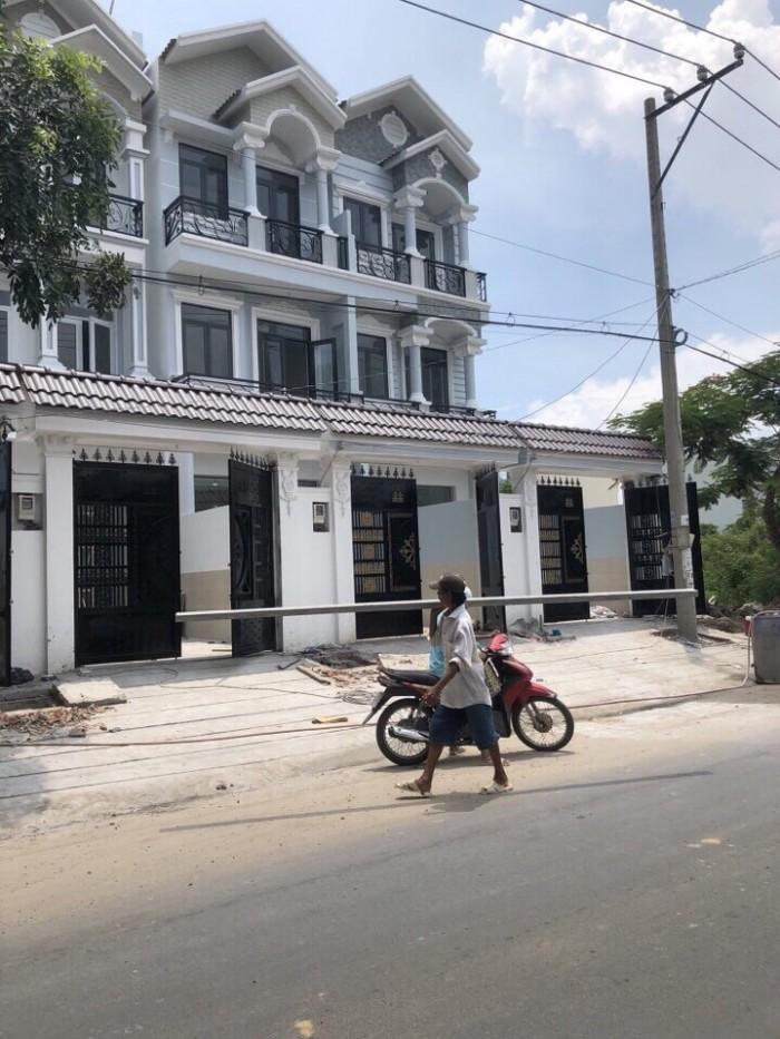 Bán nhà mặt tiền đường Nguyễn Thị Hương, Thị trấn Nhà Bè, 2 lầu sân thượng, chuồng cu, DT 76m2