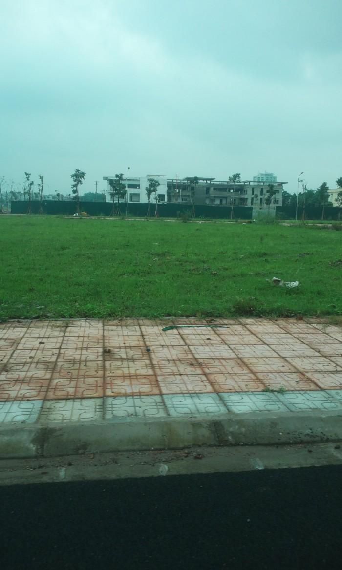 Đất Tư Đình, Long Biên 104.9 m2, 3 mặt thoáng, đường 6m có vỉa hè.