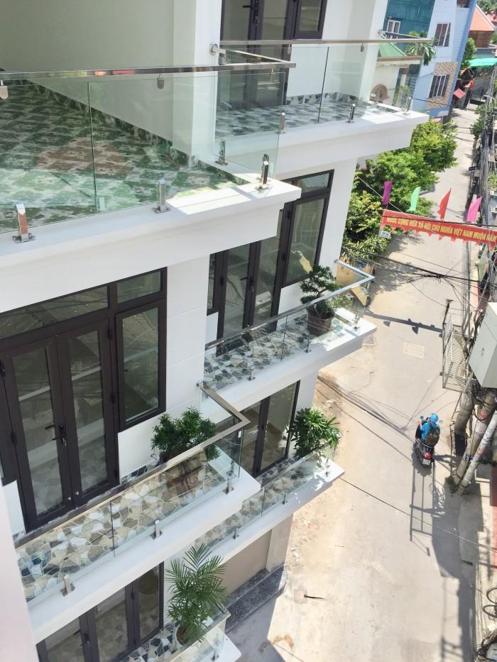 Nhà xây mới 4 tầng khung cột, đẹp, hiện đại, 2 mặt thoáng nội thất cao cấp, nằm trong ngõ rộng 5m