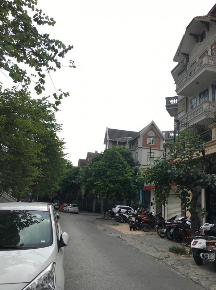 Bán nhà mặt phố trung yên 5,diện tích 75m,nhà xây 5 tầng đẹp,mặt tiền 5.45m,vỉa hè rộng