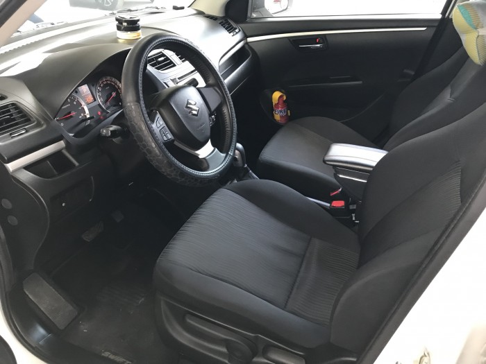 Bán Suzuki Swift 1.4AT màu trắng camay số tự động biển Sài Gòn sản xuất cuối 2016 chạy đúng 13000km