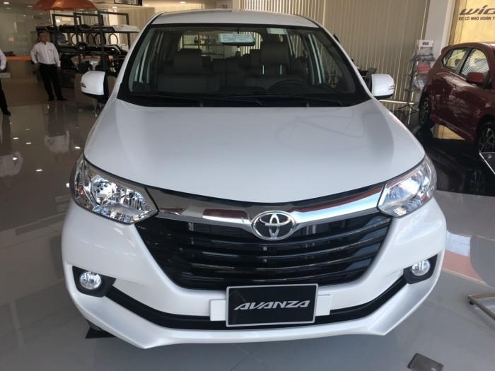 Toyota avanza 1.5 số tự động màu trắng