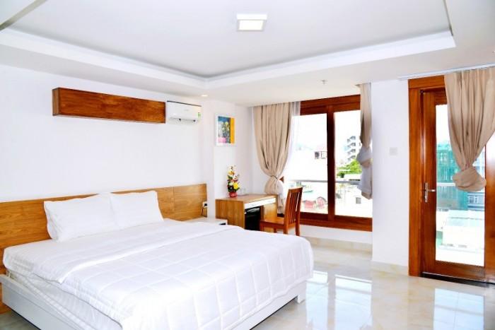 Khách sạn 3 sao 100m2x9T mặt phố Nguyễn Hoàng Doanh Thu 300tr