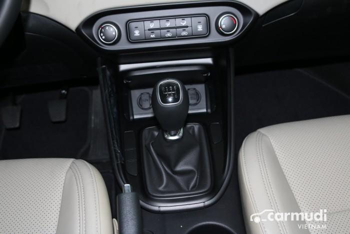 KIA RONDO F/L vừa ra mắt 4 phiên bản nâng cấp option và động cơ toàn diện 8