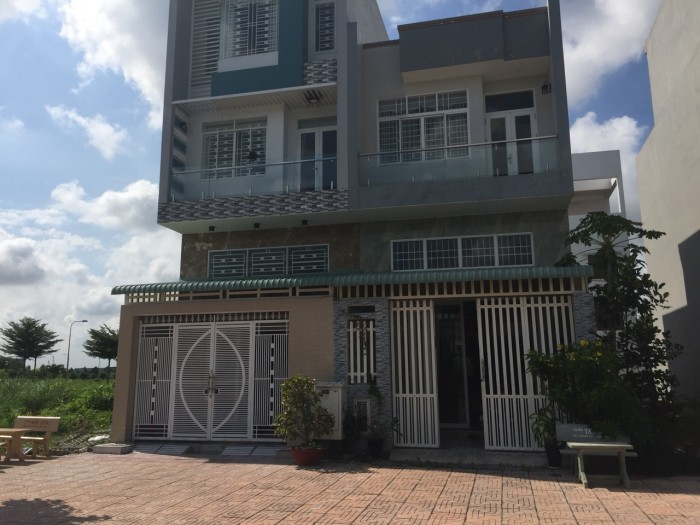 Ngân hàng bidv phát mãi căn nhà 2 lâu gần chợ Bình Chánh, dt 5x20m shr