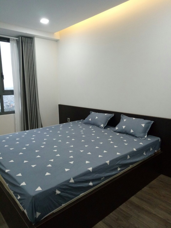 Chính chủ cần bán gấp căn hộ 2 phòng ngủ ở The Gold View, giá chi 3.6 tỷ tặng hết nội thất