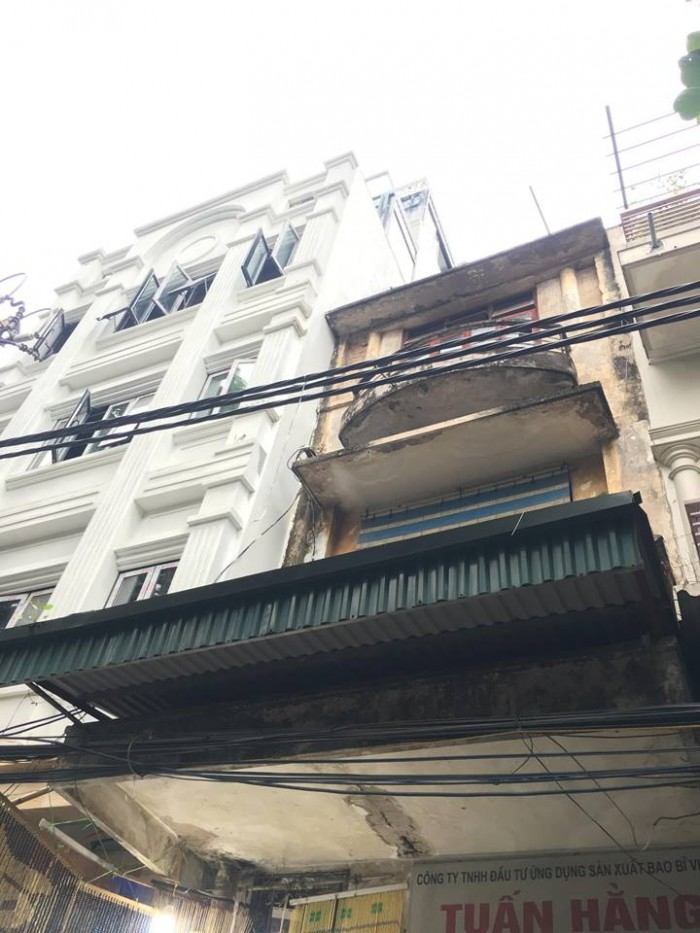Bán gấp nhà 3 tầng mặt phố Hàng Chiếu, khu nhiều khách tây,vỉa hè rộng 5m